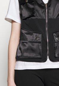 Missguided - ZIP THRU POCKET DETAIL WAIST COAT - Waistcoat - black - 4