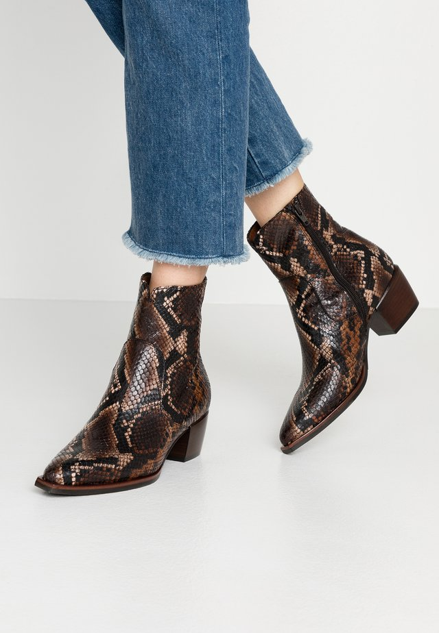 Classic ankle boots - patagunia lux sella