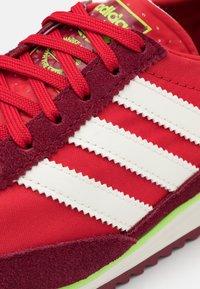 adidas Originals - SL 72 UNISEX - Zapatillas - scarlet/offwhite/collegiate burgundy - 5