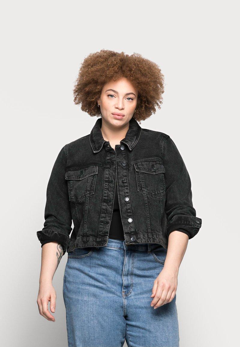 Vero Moda Curve - VMMIKKY SHORT JACKET - Denim jacket - black