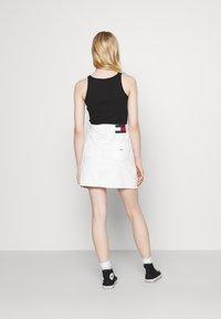 Tommy Jeans - SHORT SKIRT - Mini skirt - white - 2