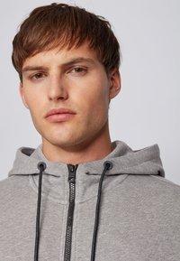 BOSS - ZOUNDS  - Zip-up hoodie - light grey - 3