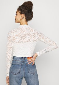 ONLY Petite - ONLJANINA CROPPED - Blouse - cloud dancer - 2