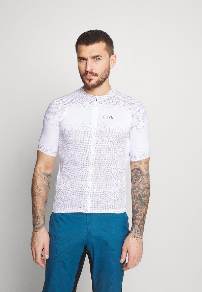 Gore Wear - GORE® WEAR MAGIX MENS - Print T-shirt - white