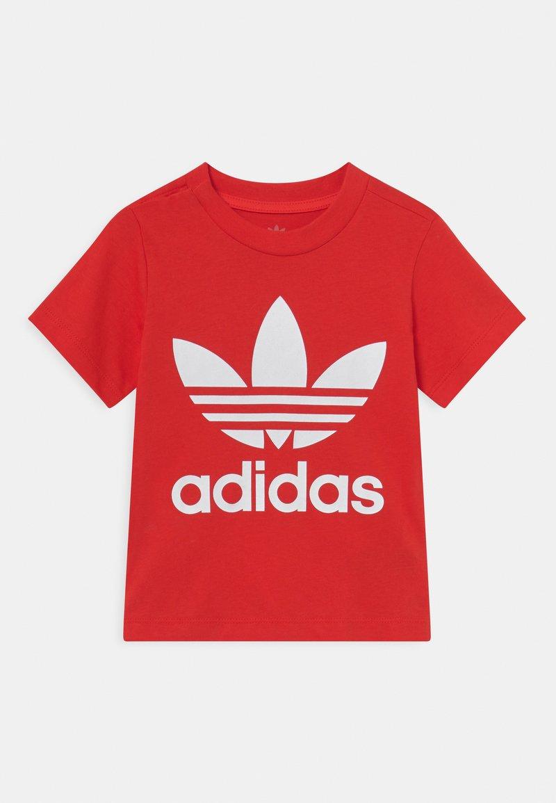 adidas Originals - TREFOIL TEE UNISEX - Print T-shirt - red/white