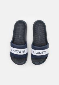 Lacoste - CROCO SLIDE - Mules - navy/white - 3