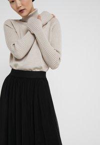 Bruuns Bazaar - THORA VIOLET SKIRT - Áčková sukně - black - 3
