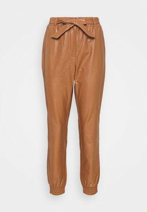 CRILLE PANT - Trousers - cognac