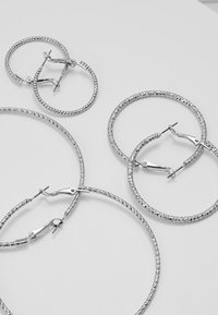 ONLY - ONLHELLE 3 PACK CREOL EARRINGS - Orecchini - silver-coloured - 2