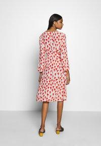 Fabienne Chapot - WINNI DRESS - Kjole - off-white/red - 2
