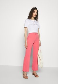 Progetto Quid - TROUSERS - Kalhoty - pink coral - 1