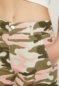 TWINTIP - Shorts - dark green - 4