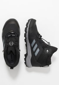 adidas Performance - TERREX MID GTX UNISEX - Chaussures de marche - core black/grey three - 1