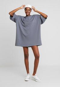 Weekday - HUGE - Žerzejové šaty - grey medium dusty - 2