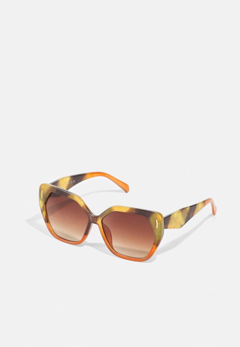 Marks & Spencer London - RETRO SQUARE - Sunglasses - orange