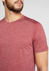 Icebreaker - MENS SPHERE CREWE - Basic T-shirt - cabernet - 5
