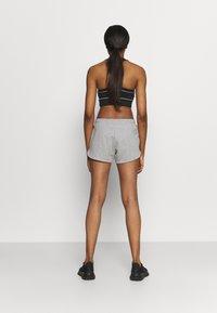 Reebok - FRENCH TERRY SHORT - Pantaloncini sportivi - medium grey heather - 2