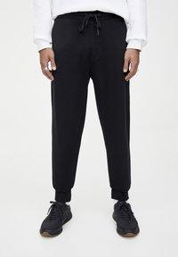 PULL&BEAR - Spodnie treningowe - black - 0