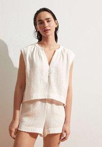 OYSHO - Shorts - white - 0