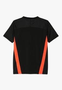 Puma - Print T-shirt - black/energy red - 1