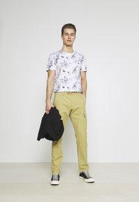 TOM TAILOR DENIM - ALLOVER PRINTED - Print T-shirt - white/navy - 1