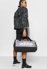 adidas Performance - DUFFEL - Sportovní taška - black/white - 0