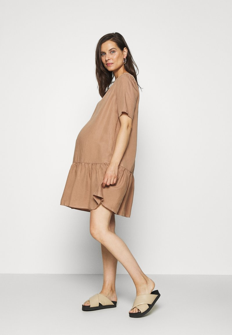 Pieces Maternity - PCMWHY SITA DRESS - Day dress - natural