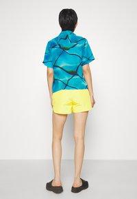 HOSBJERG - SABRINA - Shorts - yellow - 2