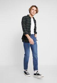 Lee - AUSTIN - Straight leg jeans - sitka worn in - 1