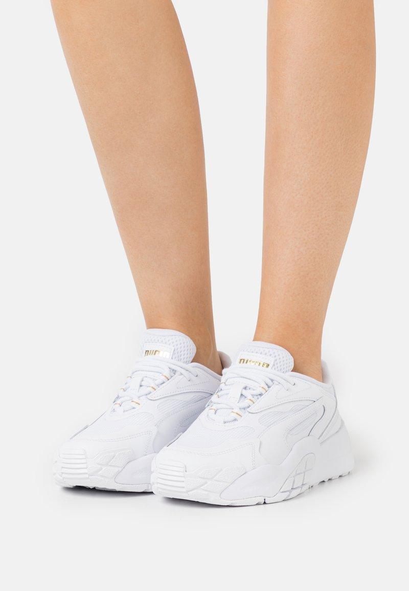 Puma - HEDRA - Sneakers laag - white/team gold