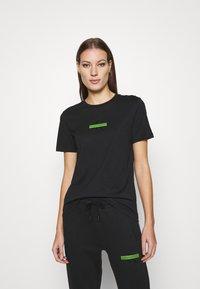 Calvin Klein Jeans - CENSORED SLIM TEE - Printtipaita - black - 0