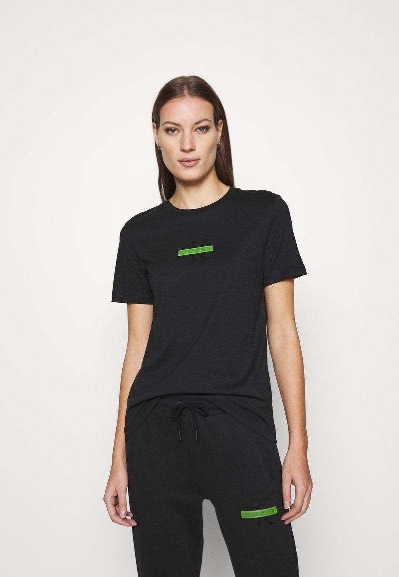 Calvin Klein Jeans - CENSORED SLIM TEE - Printtipaita - black