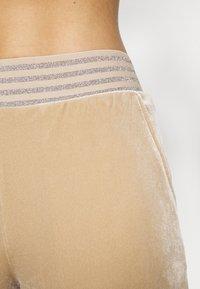 ONLY - ONLBECCA LOUNGEWEAR - Pyjama set - macadamia - 4