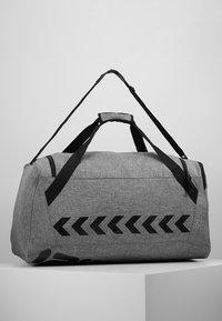Hummel - CORE SPORTS BAG - Sporttas - grey melange - 2