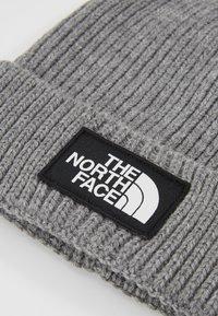 The North Face - LOGO BOX CUFFED BEANIE UNISEX - Beanie - medium grey heather - 4