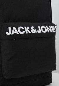 Jack & Jones Junior - JACCHAD BACKPACK - Batoh - black - 2