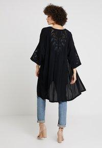 Culture - SICILLA KIMONO - Summer jacket - black - 2