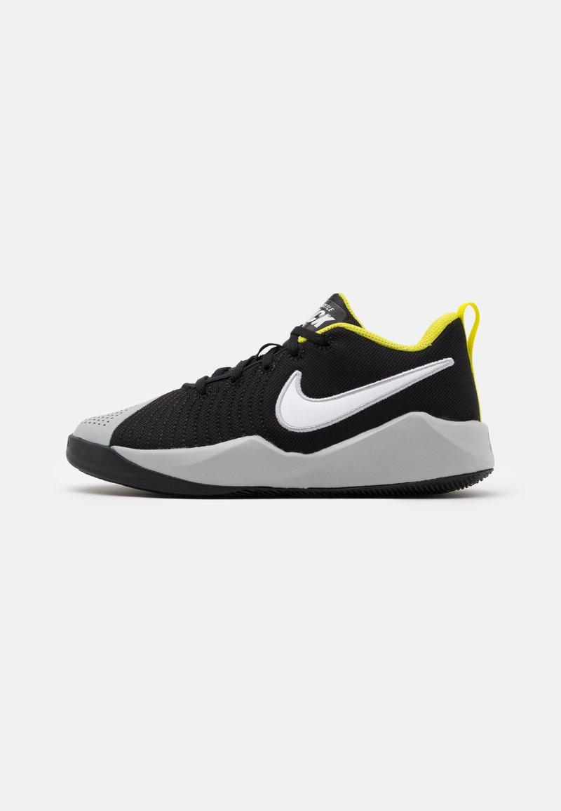Nike Performance - TEAM HUSTLE QUICK 2 UNISEX - Basketball shoes - black/white/light smoke grey/high voltage
