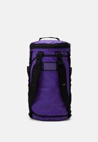 The North Face - BASE CAMP DUFFEL M UNISEX - Sac de sport - purple/black - 4