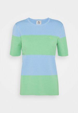 T-shirt z nadrukiem - nattier blue/liamone