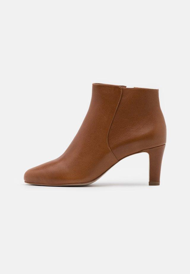 Kotníková obuv - tan