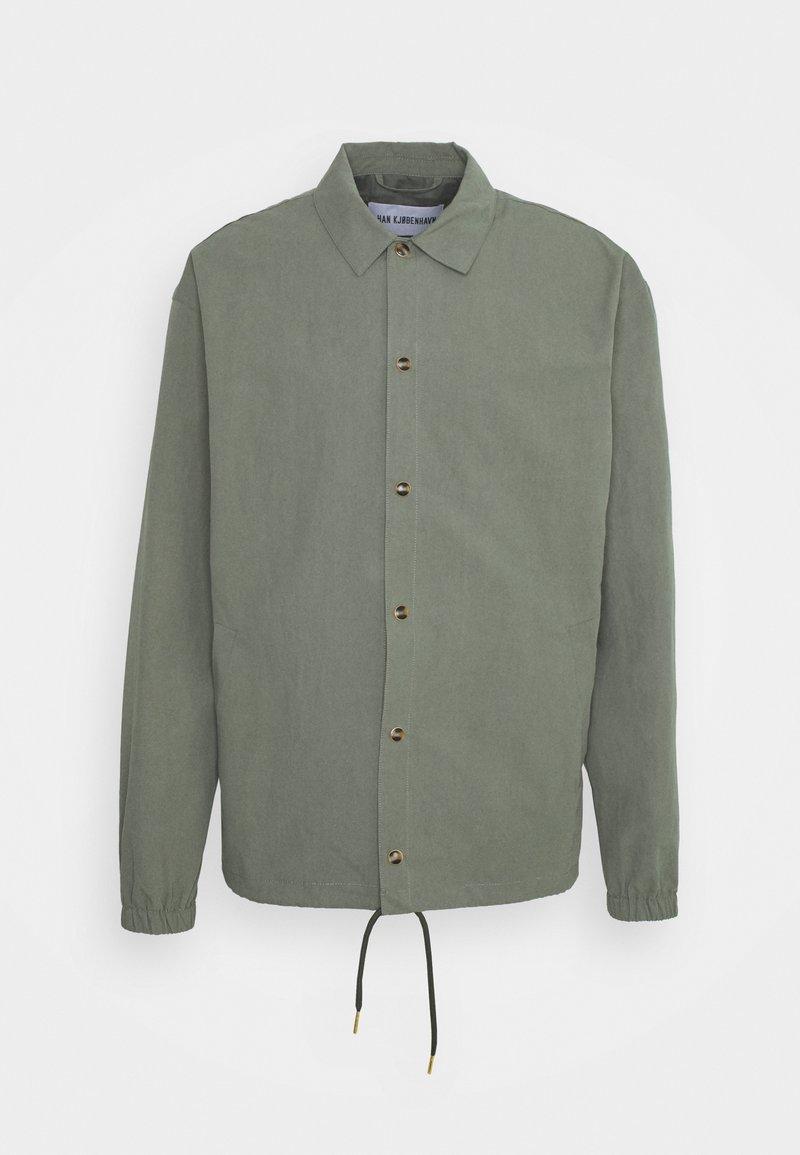 Han Kjøbenhavn - COACH JACKET - Summer jacket - army