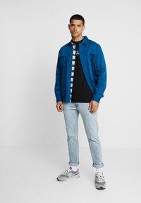 FAKTOR - HARDY TEE - T-shirt con stampa - black - 1