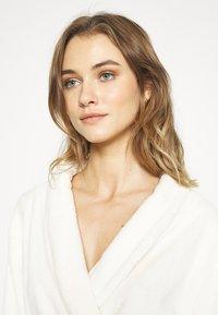 TOM TAILOR - XMAS BATHROBE - Dressing gown - white medium solid - 3