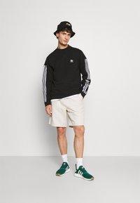 adidas Originals - LOCK UP CREW UNISEX - Sweatshirts - black - 1