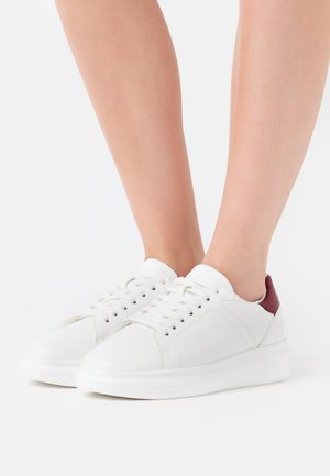 CURVY PLATFORM TRAINERS - Baskets basses - white