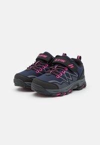 Hi-Tec - BLACKOUT LOW UNISEX - Hiking shoes - navy/magenta - 1