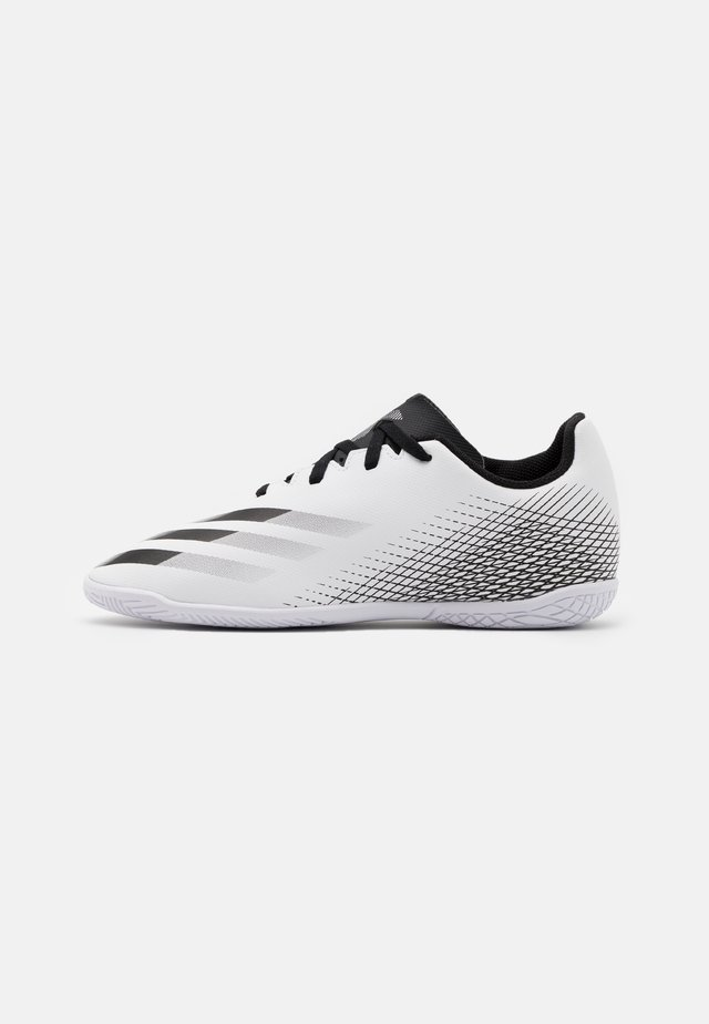 X GHOSTED.4 FOOTBALL SHOES INDOOR UNISEX - Indoor football boots - footwear white/core black/silver metallic