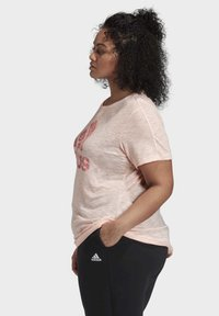 adidas Performance - WINNERS SHORT SLEEVE CREW T-SHIRT (PLUS SIZE) - Camiseta estampada - pink - 2