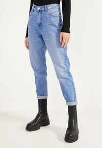 Bershka - MOM - Jeans Straight Leg - blue-black denim - 0